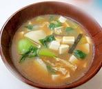里芋とチンゲン菜の味噌汁