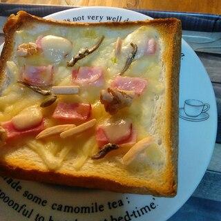 ナッツと小魚のチーズトースト
