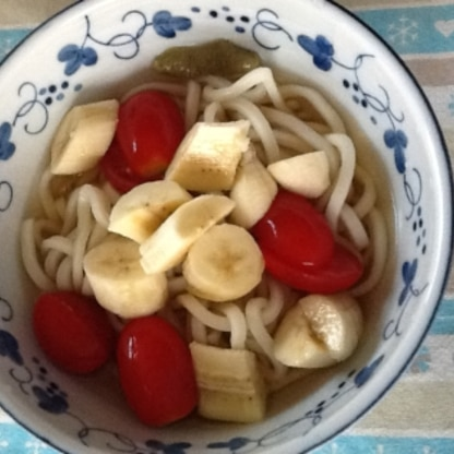 アボガドが無かったのでバナナとトマトで作って見ました。オリーブオイルと柚子胡椒がトマトとバナナを引き立てて美味しいです。