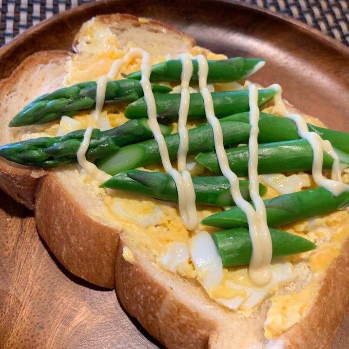 朝ご飯に、ランチに、アスパラと卵のオープンサンド