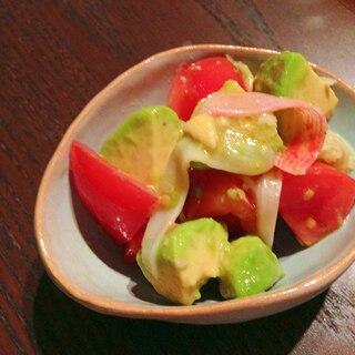 アボカドとトマト、カニカマのさっぱりサラダ