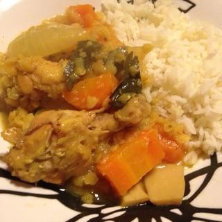 鶏手羽元とレンズ豆とにんじんとエリンギのカレー。