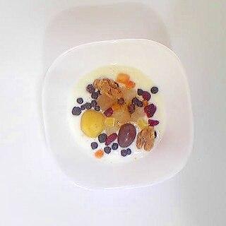 ナタデココ、栗、ブルーベリーのヨーグルト