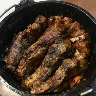 ダッチオーブンで簡単☆スペアリブのロースト