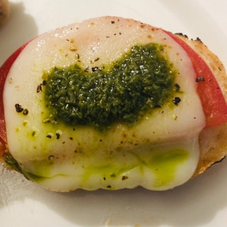 バゲットで♡バジルトマトチーズ
