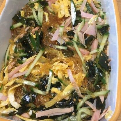 このタレ美味しいですね〜。他のサラダのドレッシングにもできそうです。ワカメ入れたのでなんだか黒くなってしまいました(^o^)たくさん作ったのに完食です!