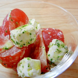 トマトとクリームチーズのバジルソース和え