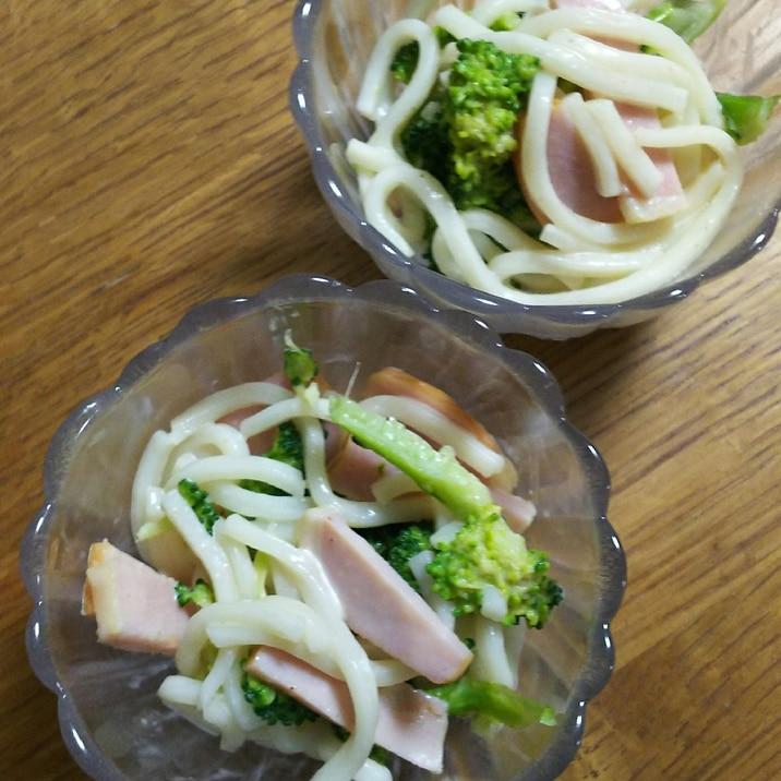 ハムとブロッコリーのうどんサラダ