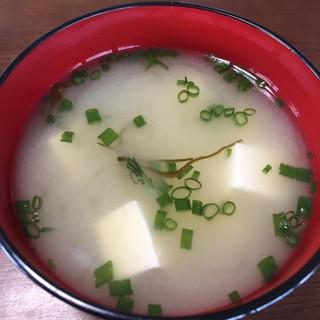 切り昆布と豆腐のお味噌汁