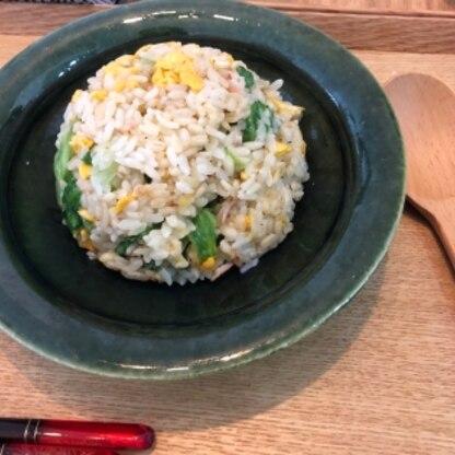 レタス消費に! チャーハン久々に作りました!マヨ入れるレシピが新鮮で、とても美味しかったです! ネギも少しだけ入れました