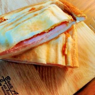 3種のチーズのホットサンド