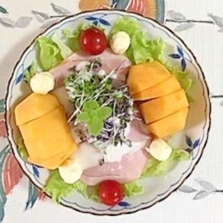 ロースハム、キャディーチーズ、柿、レタス のサラダ