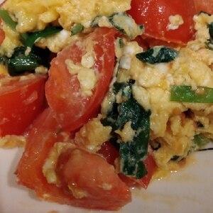 簡単美味しい☆ニラとトマトのふわっと卵炒め