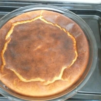 作ったのですが、少し焦げてしまいました(T_T)オーブンによるのかも?次回はオーブンの温度を170度にして焼き時間を短めにしてみます(≧∇≦)b