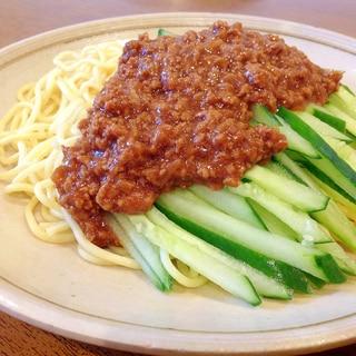 手軽にできる!赤味噌で作るジャージャー麺風