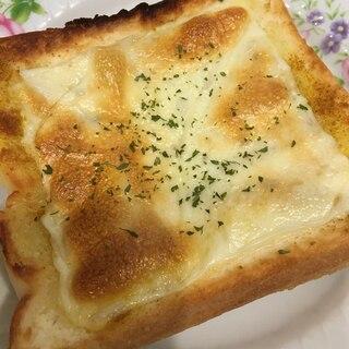 カレー風味のチーズトースト