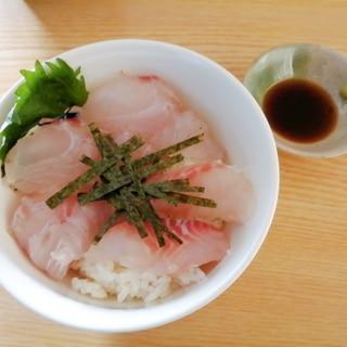 すずきとめじなの海鮮丼