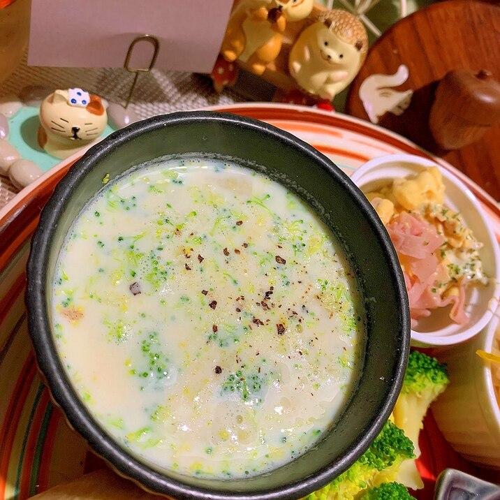 パパッと美味しい。ブロッコリーの豆乳スープ