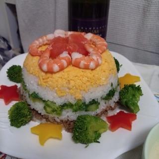 パーティーに寿司ケーキ
