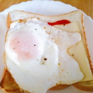 ガーリックハーブの目玉焼きパン