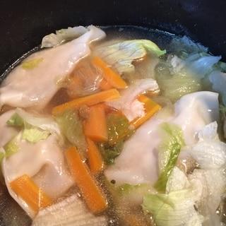 ウェイパーとレタスの水餃子スープ