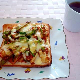 青唐辛子とキムチのピザトースト♪