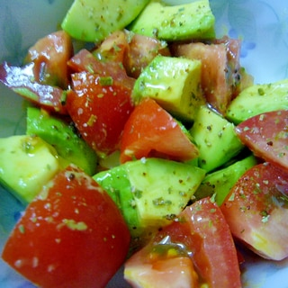 簡単なのに美味しい♪ トマトとアボガドの簡単サラダ