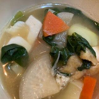 大根とじゃがいもと人参と小松菜と豆腐と油揚げの粕汁