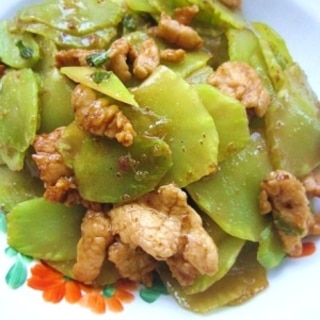 茎レタスと豚肉の炒め物(萵笋炒肉)