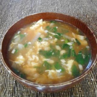 納豆とモロヘイヤのピリ辛味噌汁