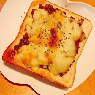 ドライカレーチーズトースト