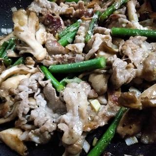 ご飯食べすぎ注意!豚しゃぶ肉と野菜の塩ダレ味噌炒め