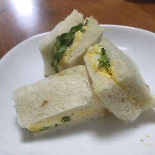 卵たっぷりレタスサンドイッチ