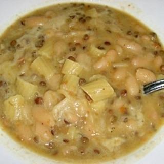 冬に食べたい!レンズ豆と白いんげん豆のパスタスープ
