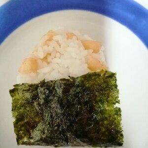 かっぱえびせんの塩味で味付け☆美味しいおにぎり