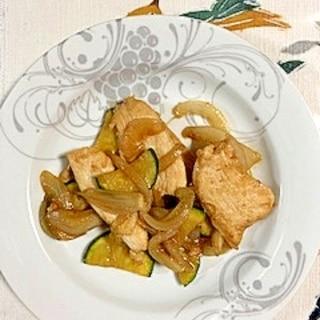 鶏むね肉、ズッキーニ、白玉葱の炒め物