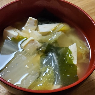 白菜と豆腐とワカメの味噌汁