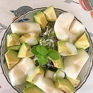 リーフレタス 、ロースハム、梨、アボガドのサラダ