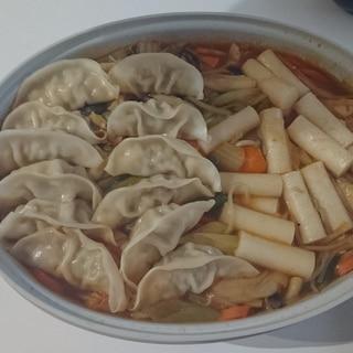 手作りスープで餃子&トッポギ鍋☆