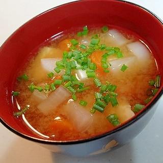 液味噌で 大根と人参と豆腐のお味噌汁