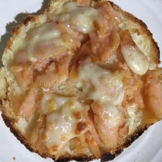イングリッシュマフィンの鮭チーズトースト