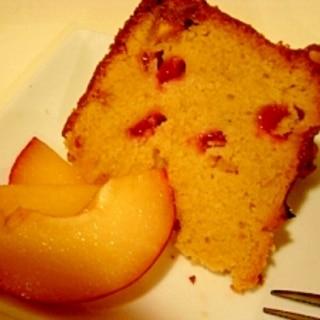 すももとアーモンドのケーキ