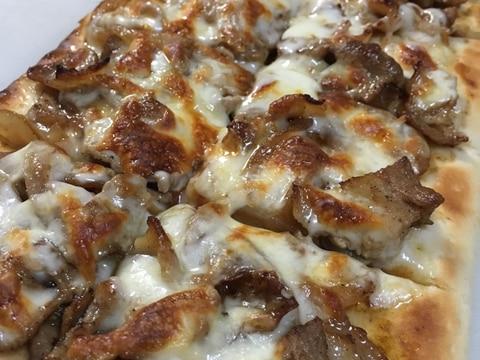 ペペロンチーノ味の豚肉ピザ