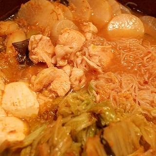 低カロリーでポカポカ◎野菜もたっぷりキムチ鍋