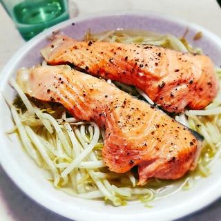 レンジで簡単おつまみ☆鮭ともやしのバター蒸し