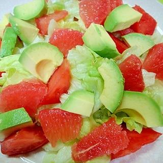 アボカドとグレープフルーツレタスのサラダ