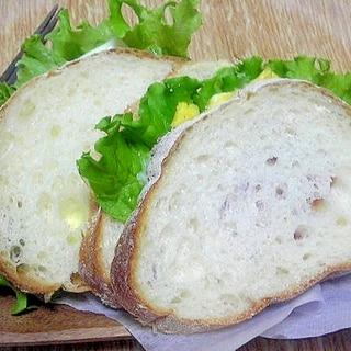 ブランチにカンパーニュのサンドイッチ