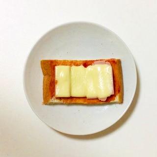 溶けるチーズでピザトースト