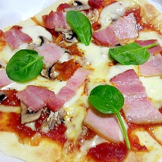 ベーコンと生マッシュルームのピザ