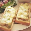 朝ごはんに!海老アボカドのチーズトースト